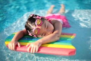 Girl_with_styrofoam_swimming_board
