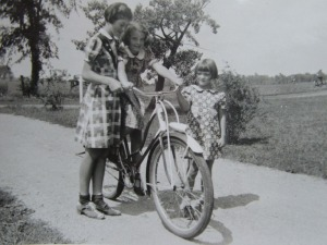 Girls_learning_to_ride_a_bike_in_the_1930s
