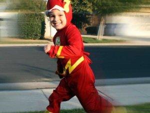 kid-flash-halloween-costume-dressed-up-cartoon-comic-book-fast